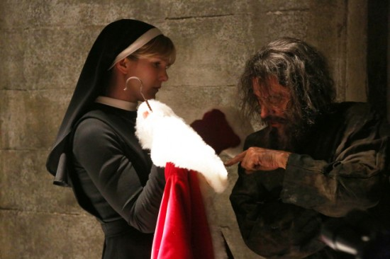 American-Horror-Story-Season-2-Episode-8-Unholy-Night-2-550x366